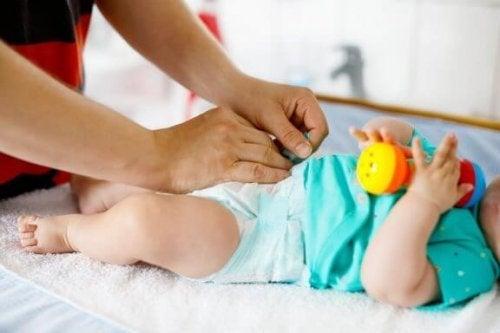 Wanneer moet je de luier van je baby verschonen?
