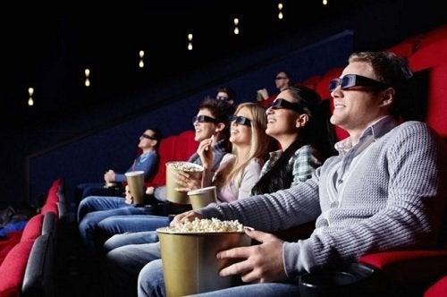 In de bioscoop een film kijken
