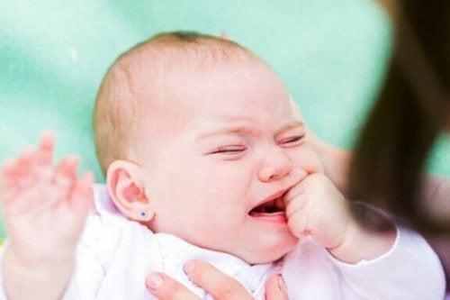 De oorzaken van een bindvliesontsteking bij baby's