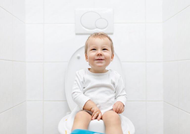 jongen met een toiletverkleiner
