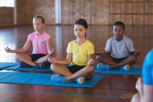 De voordelen van meditatie in de klas