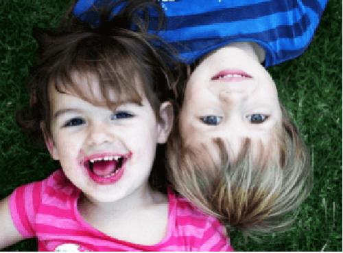 Wat je 2-jarige peuter zou moeten kunnen