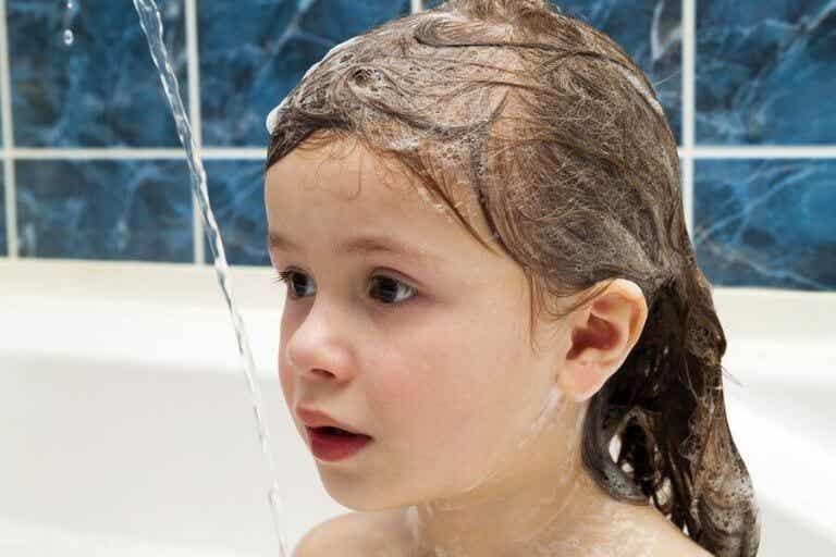 Is het goed om het haar van kinderen elke dag te wassen?