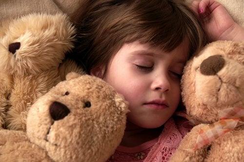 Meisje slaapt met beren en droomt