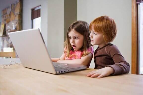 Kinderen op een website