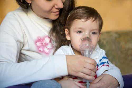 Piepende ademhaling bij kinderen: symptomen en behandeling