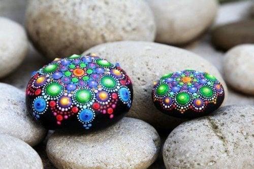 Stenen decoreren: simpel en mooi handwerk