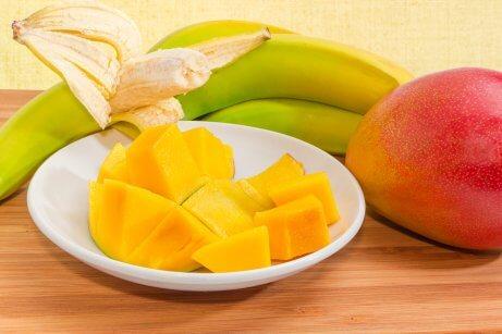 schaaltje mango en een banaan