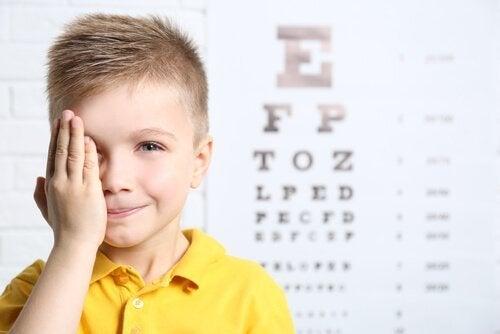 kind krijgt oogcontrole