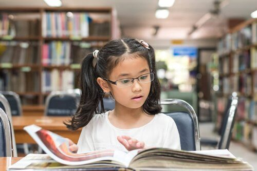 meisje leest een boek