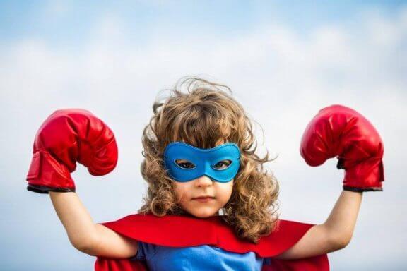 Meisje verkleed als superheld