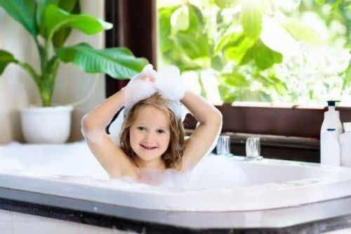 Wanneer kunnen kinderen zelf in bad gaan?