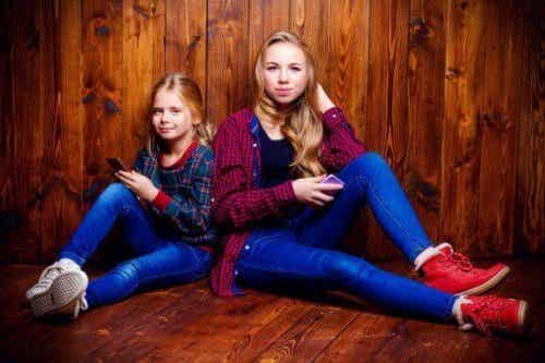 Wat beïnvloedt de relatie tussen broers en zussen tijdens de puberteit?