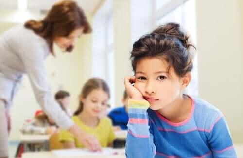 Een kind dat het niet leuk vindt op school