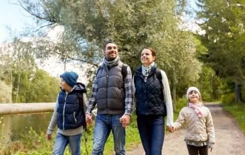 De voordelen van wandelen met het gezin