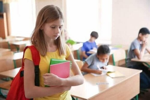 Een meisje op school