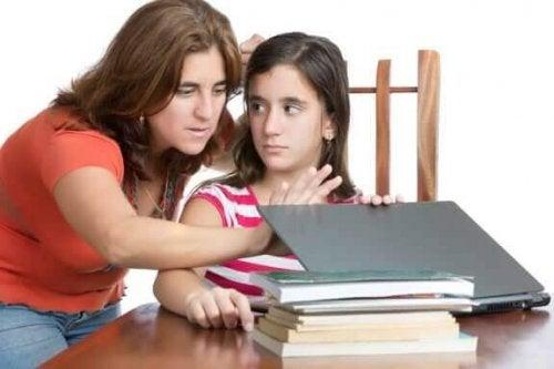 Hoe voorkom je dat je een bemoeizuchtige ouder wordt