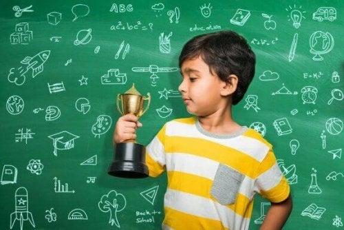 Gebruik jij beloningen en straffen voor schoolprestaties?