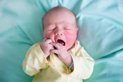 Wat zorgt voor een schilferende huid bij baby's?