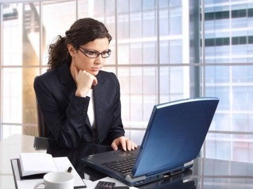 Vrouw is weer aan het werk