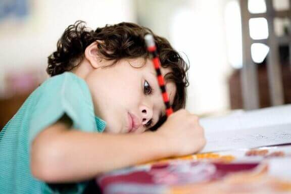Kind schrijft zijn eigen takenlijst