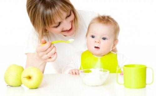Help je baby om nieuwe voedingsmiddelen te proberen