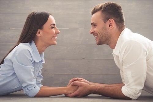 Verbintenis in relaties is meer dan handje vasthouden
