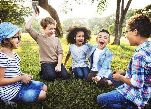 Kinderen buiten in de natuur