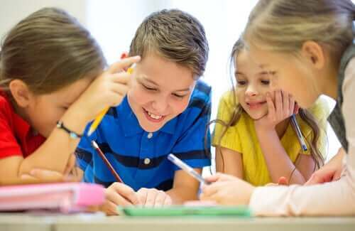 Kinderen werken samen