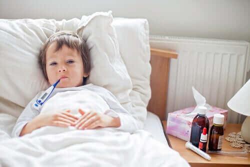 Een kind ziek in bed