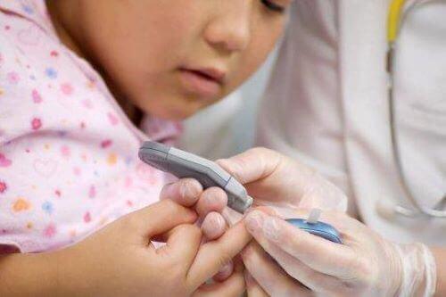 Bloedsuikerspiegel controleren bij kinderen