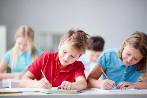 Kinderen in een klaslokaal