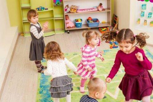 Kinderen leren sociale vaardigheden door te spelen