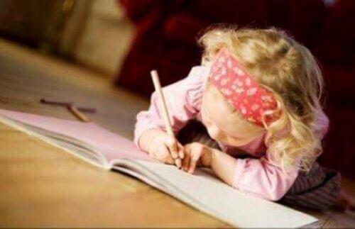 Kindschrijvers hebben al vroeg interesse voor schrijven
