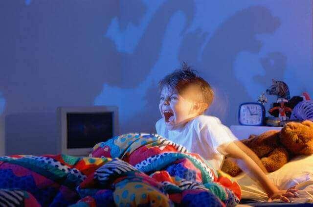 Kind wordt gillend wakker van nachtmerrie