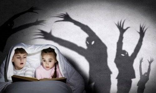 Hoe vertel je enge verhalen aan je kinderen?
