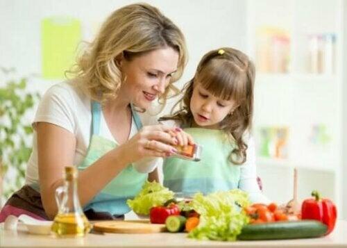 Hoe je kinderen tijdens het koken te vermaken