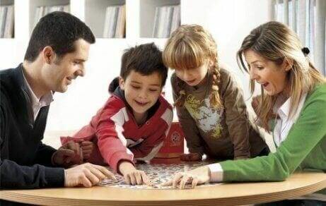 Memory spelen met het gezin