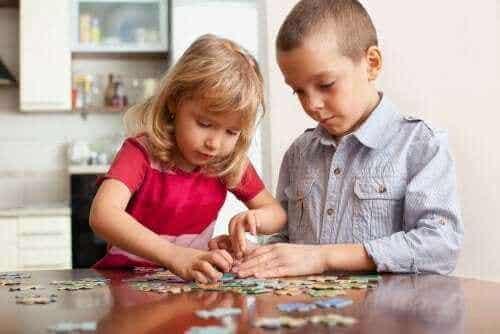 Denkspelletjes voor kinderen die ze thuis kunnen spelen
