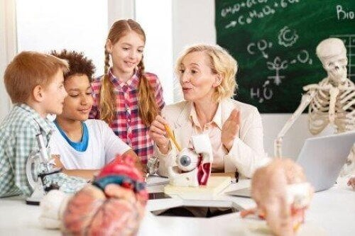 Juf geeft een klas les