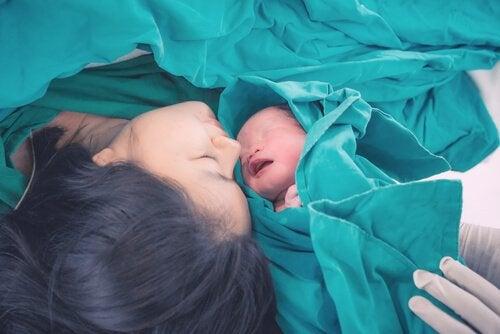 Moeder en pasgeboren baby