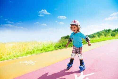 Kinderen leren skeeleren: eenvoudige stappen om te volgen