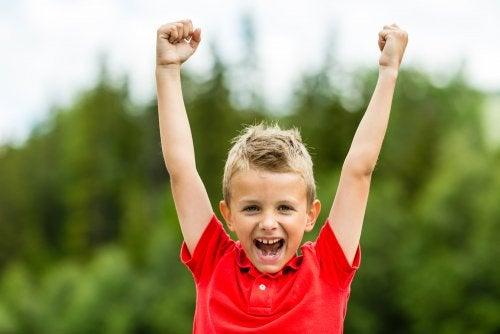 Jongen met positieve eigenwaarde