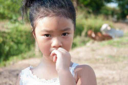 Hoe nagelbijten bij kinderen te voorkomen