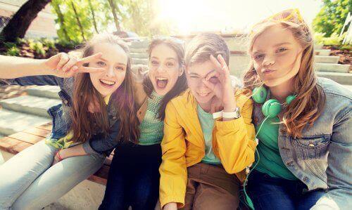 Tieners maken een selfie
