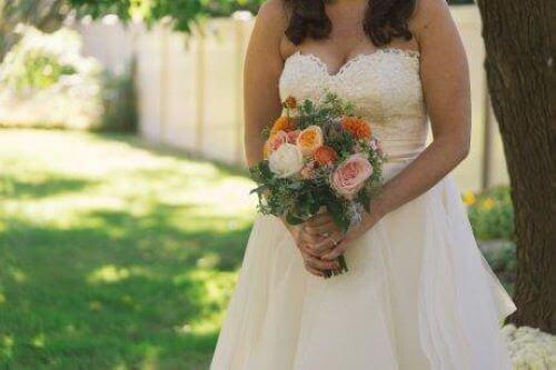 Bruid draagt wit op haar trouwdag