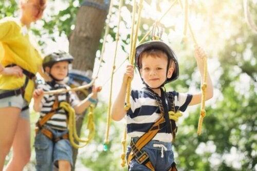 Kind doet nieuwe ervaringen op tijdens de zomervakantie