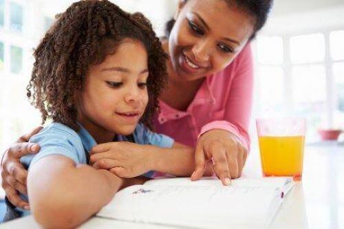 Moeder motiveert kind om te studeren