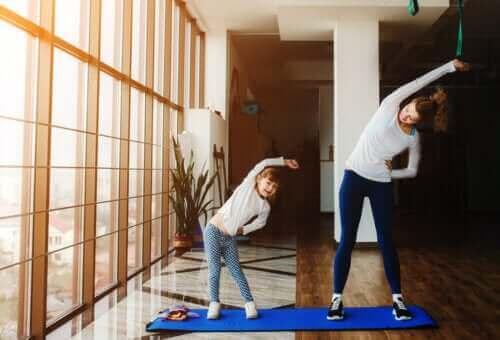 Yoga is een van de activiteiten om als gezin te doen