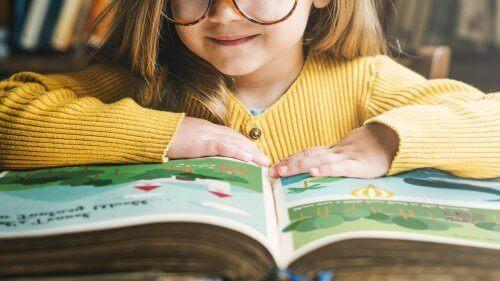 Roald Dahl boeken door meisje gelezen